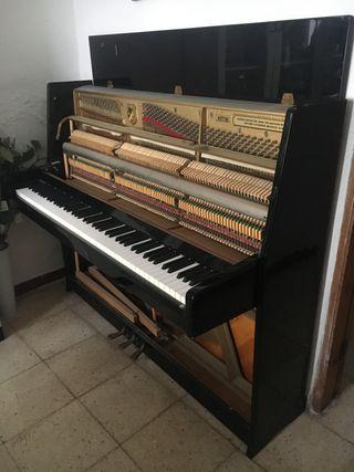 Piano Petrof