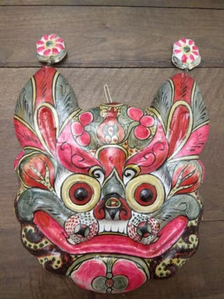 Máscara china de papel maché