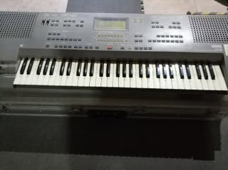 Teclado/piano digital KORG is50 con rack