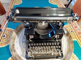 Máquina de escribir antigua Hispano Olivetti