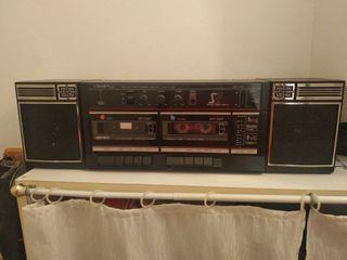 Radio antigua con doblé cinta