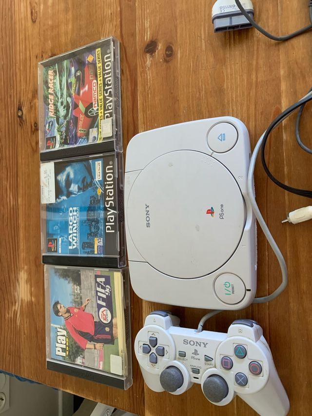PS one con 3 juegos