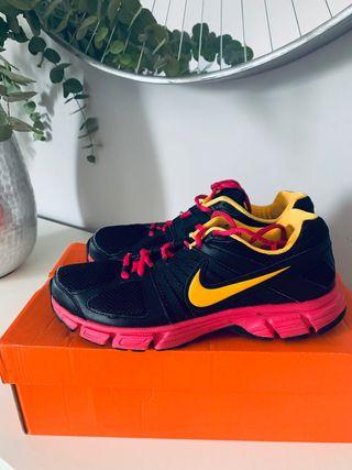Zapatillas deporte Nike de segunda mano por 15 € en Córdoba