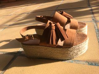 Sandalias de color marrón con plataforma!