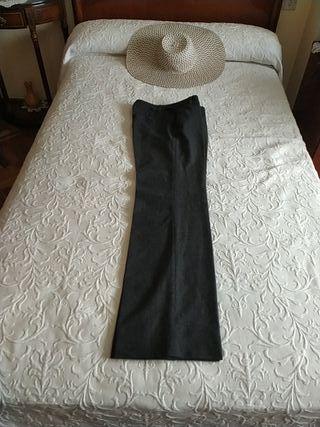 Pantalón de vestir, talla 38. Color negro jaspeado