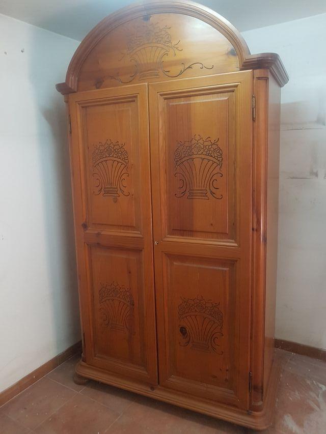 Armario madera provenzal como nuevo