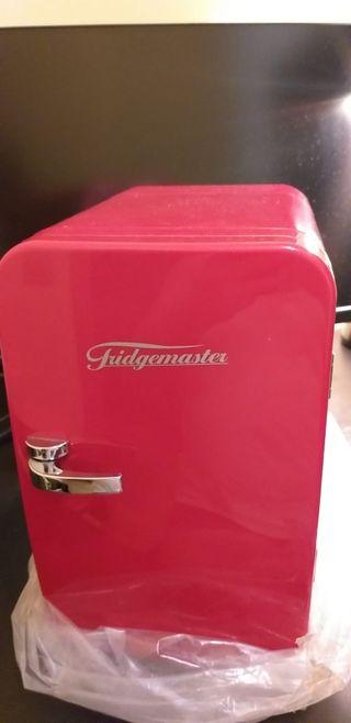 Mini nevera portatil Fridgemaster roja nueva.
