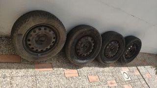 Llantas con neumáticos y tapacubos