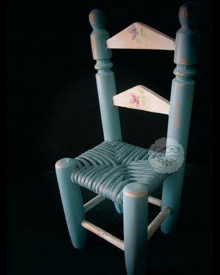 Mini silla clásica, con asiento de enea