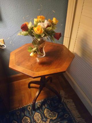 Mesa de madera octogonal