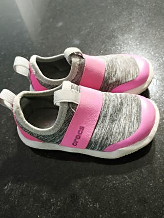 """Zapatillas anfibias marca """"Crocs"""" t. C7 / 23"""