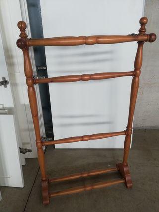 Toallero de baño de pie en madera