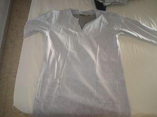 vestido gris ancho