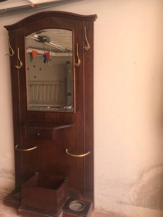 Mueble recibidor clásico