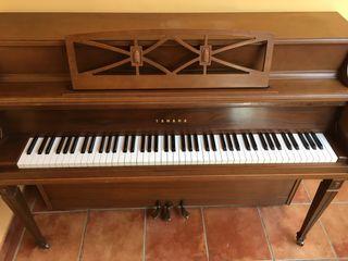 Piano vertical Yamaha M2
