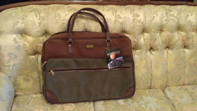 maleta nueva con etiqueta