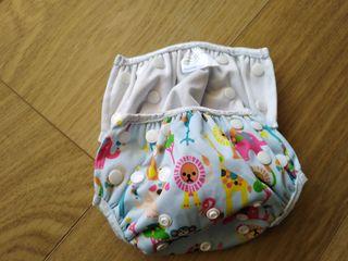 braguita de bikini, sobre pañal 6-12M