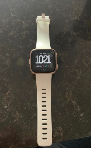Reloj inteligente fitbit versa