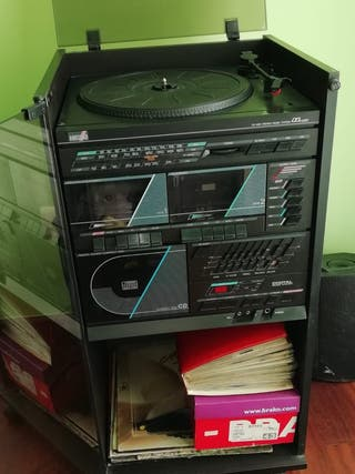 Equipo de tocadiscos y doble cassette