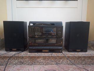Equipo de música antigua. Con TocaDiscos