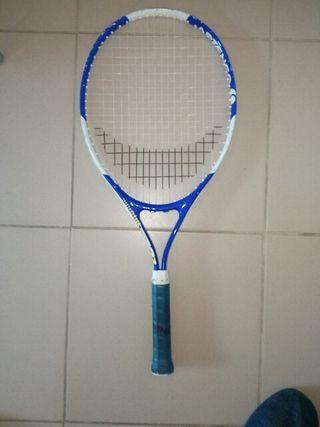 Raqueta tenis con funda.