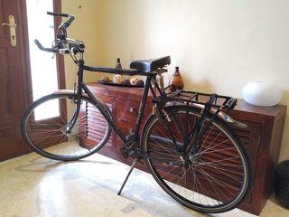Bicicleta holandesa urbana, para ciudad, de paseo.