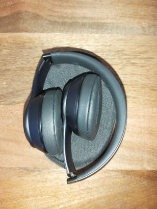 Beats Solo 3 Wireless with Micro USB and Case