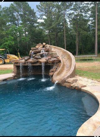 #piscina tematica con cascada