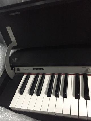 Piano electrónico Roland y Butaca piano