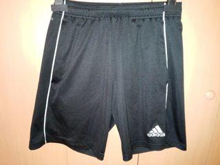Pantalón deportivo Adidas.