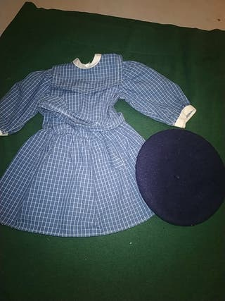 vestido de colegio y boina muñeca american Girls