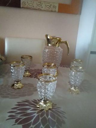 juego jarra y vasos con pie dorado cristal tallado