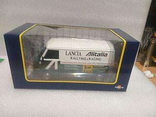 1/18 maqueta furgoneta Fiat Alitalia