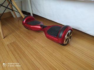 Patinete eléctrico Hoverboard y asiento.