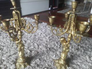 2 candelabros de bronce.