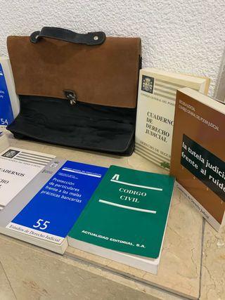 Lote Maletín y Libros.