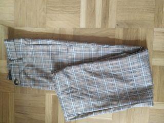 pantalón al estilo traje