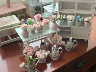 Maceta y jarrones con flores casa de muñecas 1:12