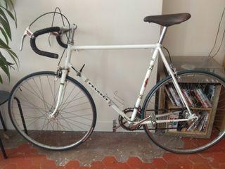Beau vélo Peugeot restauré