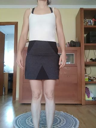 Falda gris y negra