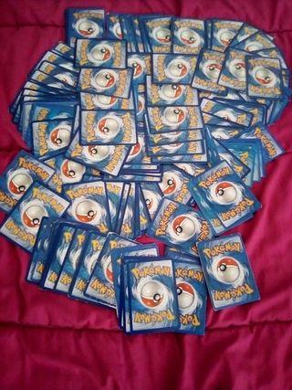gros lot contenant 140 cartes Pokémon