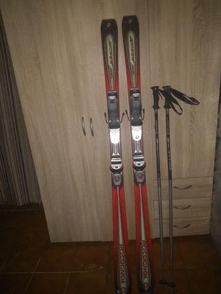 esquíes adulto y niño y bastones para adulto