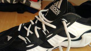 Zapatillas adidas de segunda mano en Arroyo de La Miel en