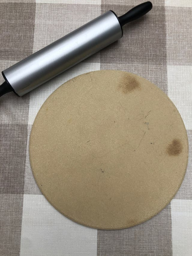 Piedra hornear pizza 33cm + regalo corta pizza