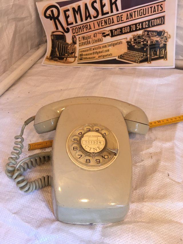 Teléfono antiguo gris