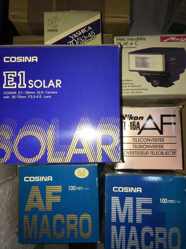 Cámara fotos solar, flash y objetivos.