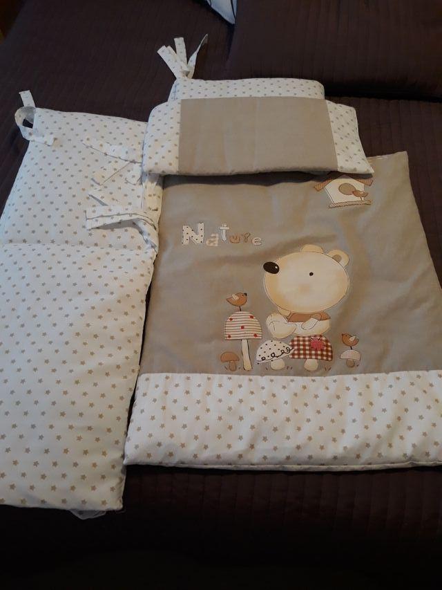 Minicuna + colchón + accesorios