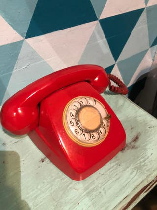 Telefono antiguo rojo