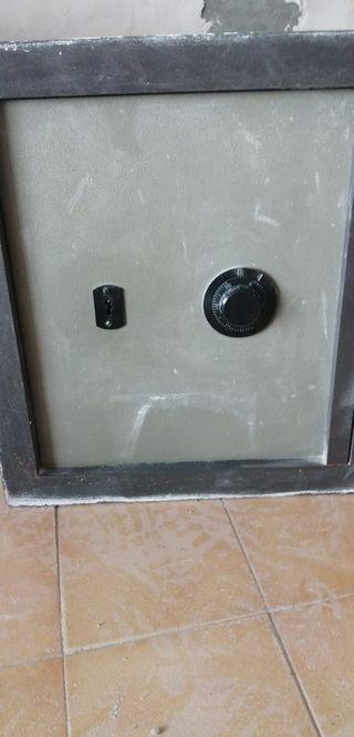 Caja fuerte para empotrar en pared