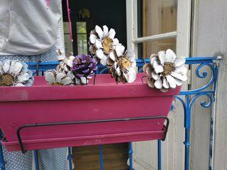 3 grands pot a fleurs avec fleurs en bois
